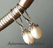 Pearl Drop Earrings White Vintage Appeal Bridal Boomers